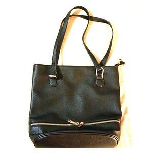 Handbags - 🔥🌟 BLACK LEATHER Gold Zipper Bag 🌟🔥